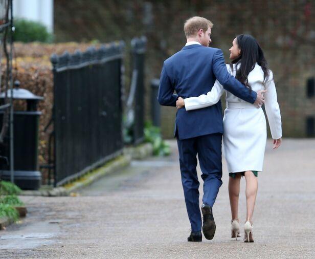 USIKKER: Prins William skal ha stilt spørsmål ved lillebrorens valg av partner, noe Harry skal ha satt lite pris på. Dette bildet ble tatt i november 2017, da paret avslørte sin forlovelse. Foto: NTB scanpix