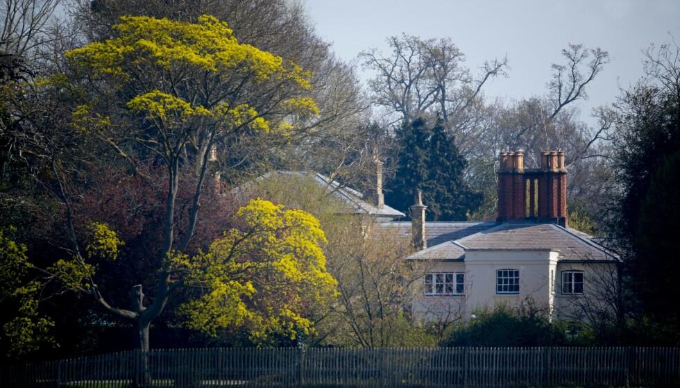 RYKTEFEIL: Da en ambulanse ble observert ved Frogmore Cottage, som hertugparet av Sussex nå kaller sitt hjem, trodde enkelte at Meghan hadde født. Den gang ei, bekreftet ambulansesentralen. Foto: NTB scanpix