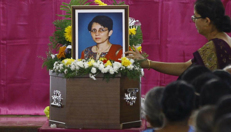 SORG: En hel verden fulgte med da sykepleier Jacintha Saldanha ble lurt, døde og ble gravlagt. Her fra begravelsen i India den 17. desember 2012. Foto: REUTERS/Stringer, NTB scanpix