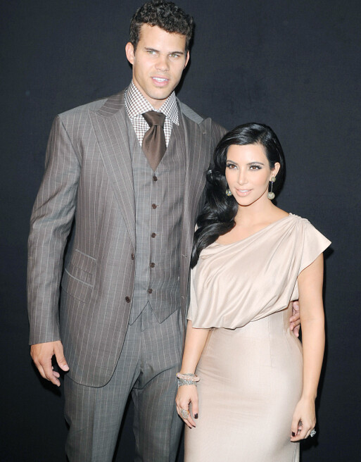 MYE SMYKKER: Kim og hennes daværende ektemann Kris i New York i august 2011 - førstnevnte iført overdådig forlovelsesring og andre smykker. Foto: Picture Perfect/ REX/ NTB scanpix