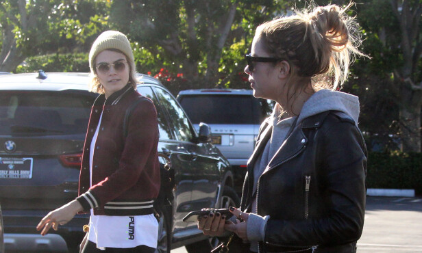<strong>DATER:</strong> Cara og Ashley skal ha datet hverandre siden mai i fjor. Her avbildet sammen på vei til en restaurant i West Hollywood i februar i år. Foto: NTB Scanpix