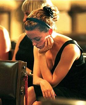 <strong>TOK FARVEL:</strong> Også rockestjernens ekskjæreste, Kylie Minogue, var til stede i begravelsen. Foto: NTB Scanpix
