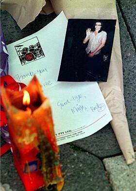 <strong>HEDRET AV FANSEN:</strong> Nyheten om rockestjernens bortgang sendte sjokkbølger gjennom internasjonal presse. Foto: NTB Scanpix