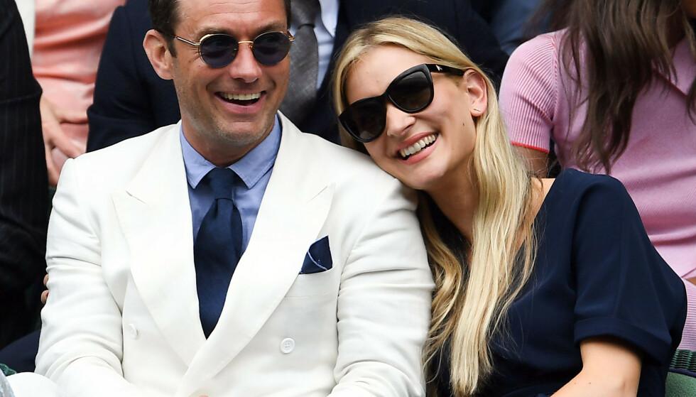 MANN OG KONE: Ifølge flere britiske medier, deriblant The Sun, giftet Phillipa Coan og Jude Law seg i London denne uken. Foto: Andrew Parsons/REX/ NTB scanpix