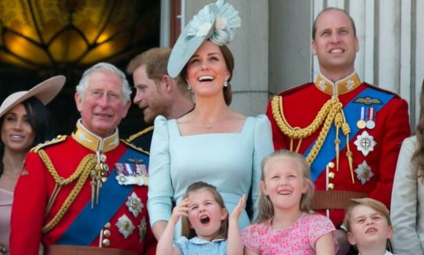 ENGASJERT: Prinsesse Charlotte klarte ikke å skjule sin begeistring under flyshowet. Foto: NTB Scanpix