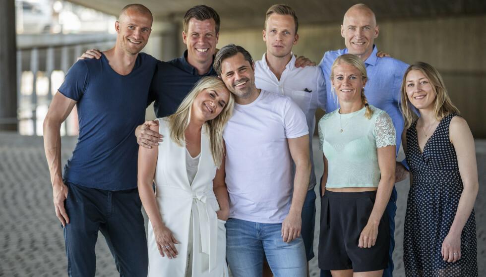 MED KOLLEGAER: Jesper Mathisen er en av TV 2 sine fotballeksperter. Her er sammen med kollegaer i 2018. Foto: NTB Scanpix