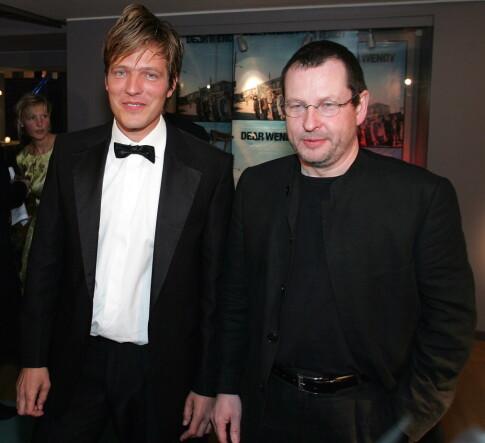 MED VON TRIER: Thomas Vinterberg og Lars Von Trier avbildet på premieren til førstnevntes film «Dear Wendy» i 2005. Foto: NTB scanpix