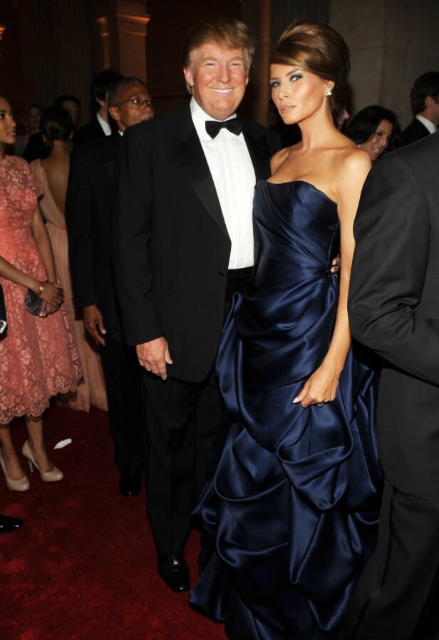 IKKE INVITERT: Donald Trump og kona Melania Trump har vært gjester under Met-gallaen ved flere anledninger, som her i 2010. Lite tyder imidlertid på at de vil bli invitert igjen. Foto: NTB Scanpix