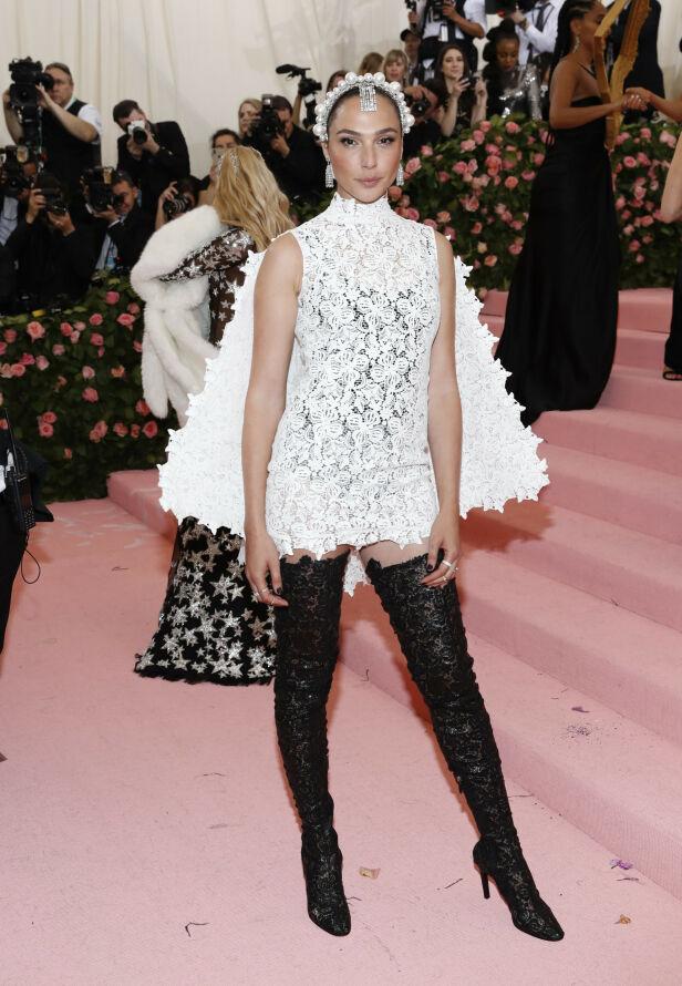 TIL STEDE: Skuespiller Gal Gadot gikk for et blondeantrekk. Foto: NTB scanpix