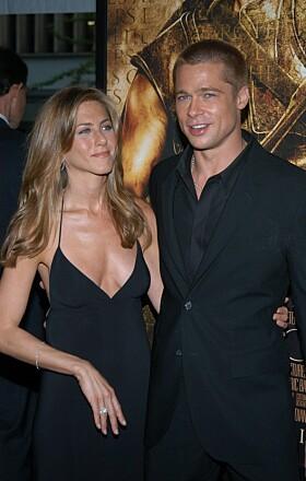 FØRSTE SKILSMISSE: Brad Pitt og Jennifer Aniston var gift fra 2000 til 2005. Stjerneduoen var et av Hollywoods mest populære par. Foto: NTB Scanpix