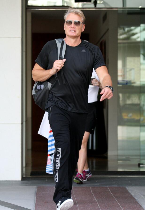 I FARTA: Dolph Lundgren er fortsatt opptatt av å holde seg i form. Her på vei hjem fra trening i 2018. Foto: NTB