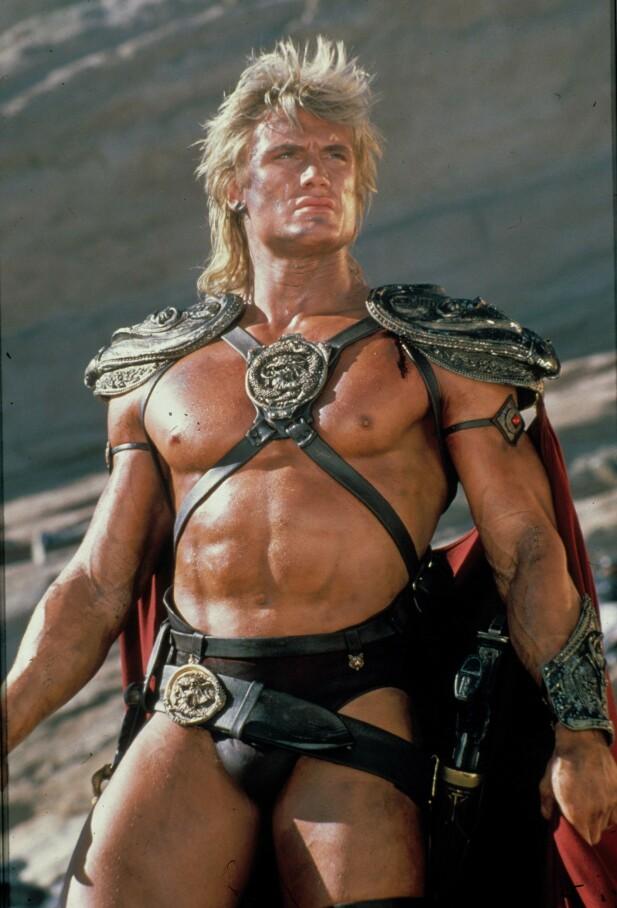EN MANN FOR SIN TANGA: Dolph Lundgren i en av sine mange actionroller i Hollywood. Foto: NTB