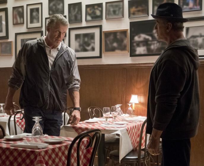 GJENFORENT: Dolph Lundgren og Sylvester Stallone sammen i filmen «Creed II» som bygger videre på Rocky-universet. Foto: NTB