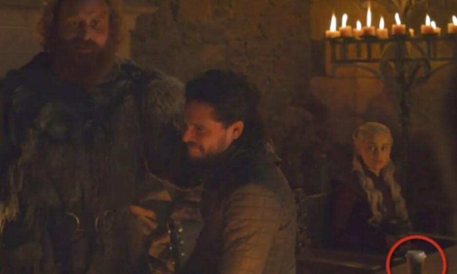 BLEMME: I den fjerde episoden av sesong åtte av «Game of Thrones», ser det tilsynelatende ut til at serieskaperne har gjort en liten blemme. Foto: Skjermdump