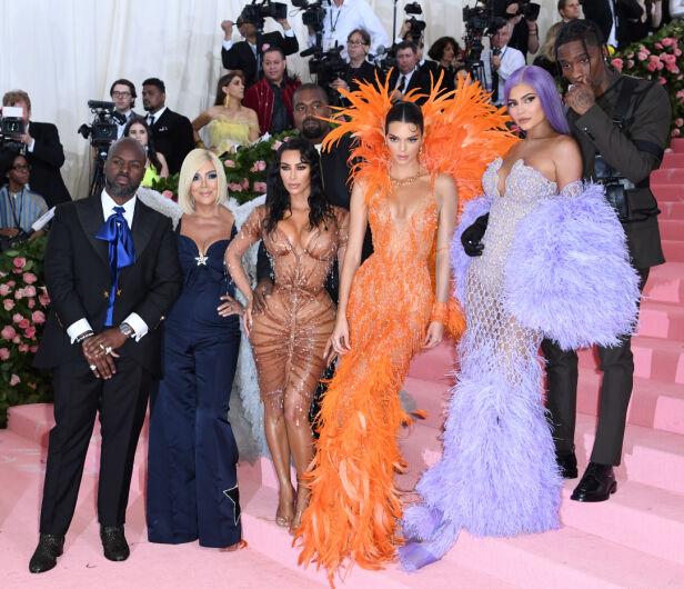 GODT REPRESENTERT: Selv om ikke Khloé og Kourtney var på Met-gallaen, var Kardashian-Jenner-familien rimelig godt representert på løperen. Foto: NTB Scanpix