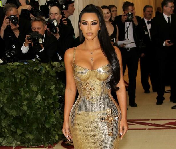VERSACE: Kim Kardashian i fjor. Foto: NTB Scanpix