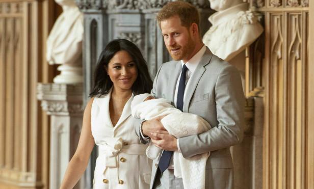 ENDELIG: Etter to dager viste Harry og Meghan frem sin førstefødte. Foto: Pa Photos / NTB Scanpix
