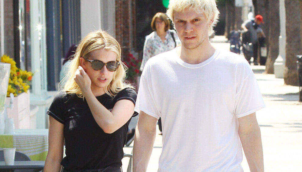 PLANLA BRYLLUP: I nesten syv år var Emma Roberts i et av-og-på forhold med skuespiller-kollega Evan Peters. Her er de to avbildet ute i Los Angeles i august 2018. Foto: NTB Scanpix