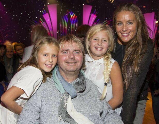 TETT FAMILIEBÅND: Dagfinn og Mona med tvillingdøtrene Mia og Amanda på «Skal vi danse». Førstnevnte har tidligere fortalt at jentene gir ham livsglede. Foto: Tor Lindseth