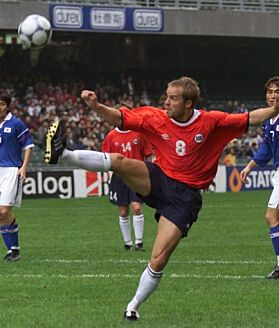 STJERNE: Dagfinn var en av Norges mest profilerte fotballspillere før den alvorlige ulykken. FOTO: NTB scanpix