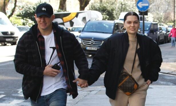 LYKKELIGE: Channing Tatum og Jessie J viste sin kjærlighet for paparazziene i Londons gater i mars. Foto: NTB scanpix
