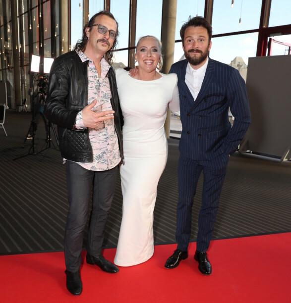 KUL TRIO: Mona B. Riise flankert av Thomas Felberg og Kåre Magnus Bergh. Foto: Andreas Fadum