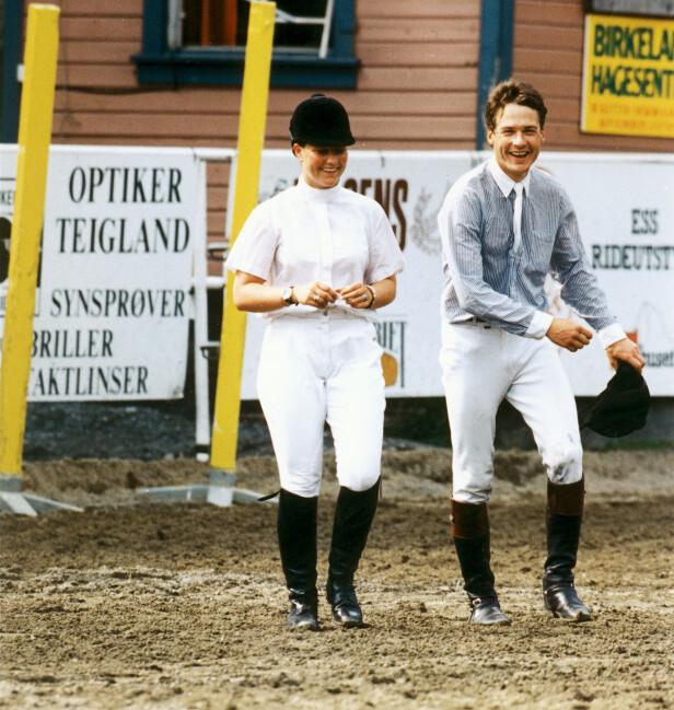 <strong>VAGT:</strong> Prinsessen skal ha hatt en romanse med Morten Holm, men ingen av dem bekreftet noen gang dette overfor mediene. De ble derimot fotografert sammen en rekke ganger, som her i 1994. Foto: Aller Medias bildearkiv