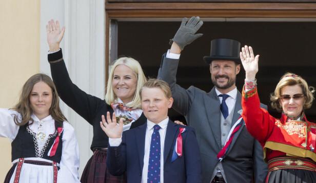 <strong>TRADISJON:</strong> På 17. mai er det kongeparet og kronprinsfamilien som står på slottsbalkongen. Foto: NTB Scanpix