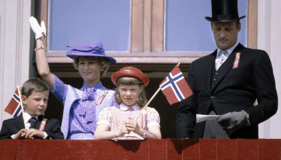 <strong>DEN GANG DA:</strong> Her var Märtha på balkongen sammen med familien i 1980. Foto: NTB Scanpix