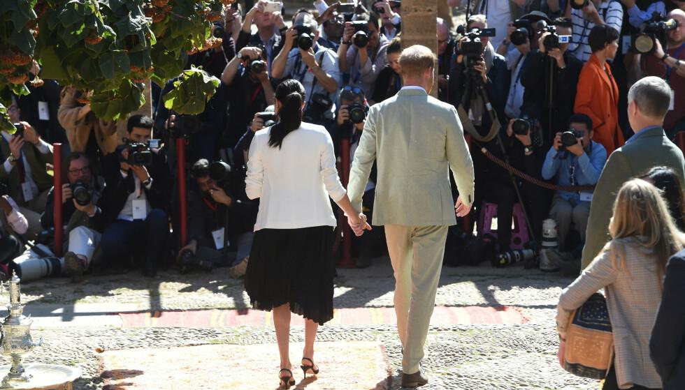 POPULÆRE: Meghan og Harry forfølges av fotografer hvor enn de ferdes. Noen ganger går enkelte over streken. Foto: NTB scanpix