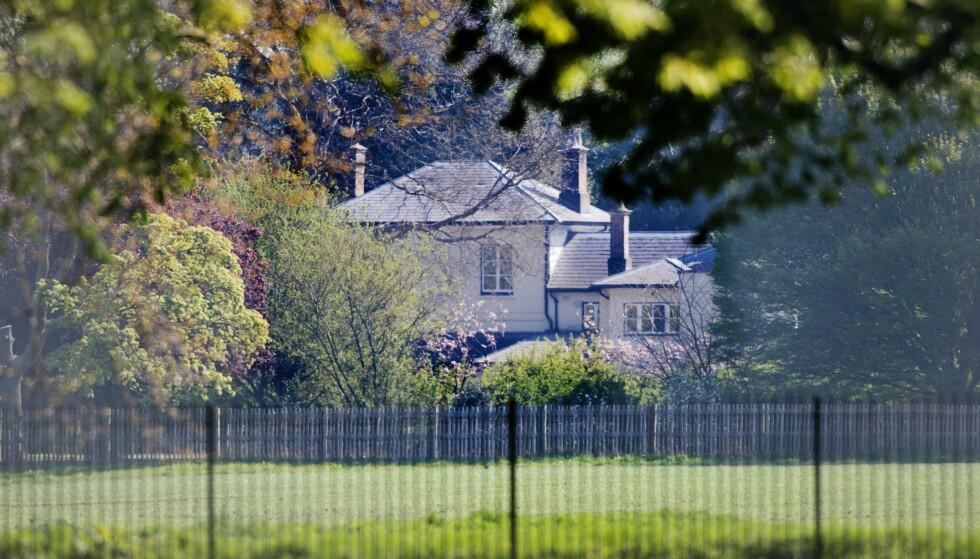 FLYTTET HIT: Helikopterhendelsen fant sted i januar - før hertugparet flyttet inn på Frogmore Cottage. De måtte derimot ut av sitt hjem i Costwolds-regionen. Foto: NTB scanpix
