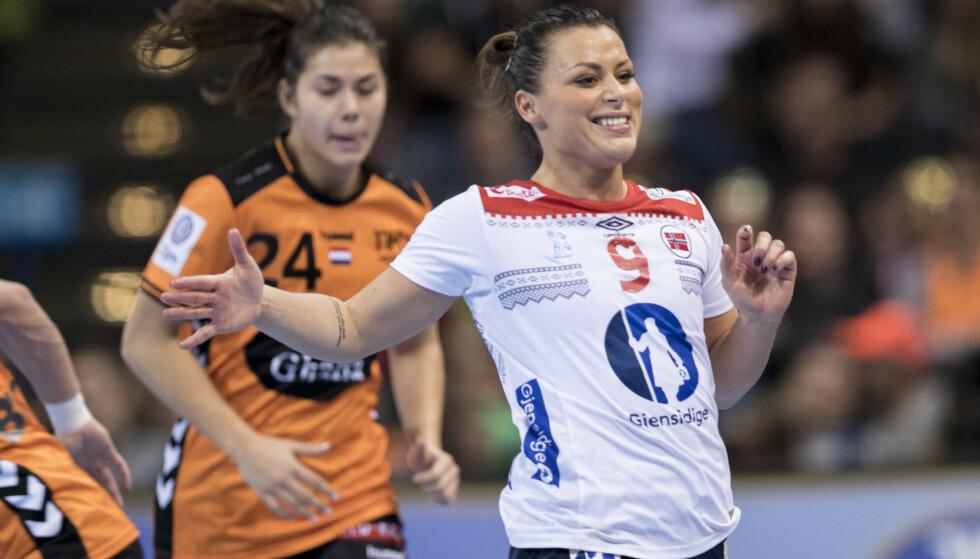 <strong>DELTE BILDE:</strong> I et nytt bilde på Instagram, går håndballstjernen Nora Mørk langt i å bekrefte forholdet til ishockeyspiller Martin Ylven. Foto: NTB Scanpix