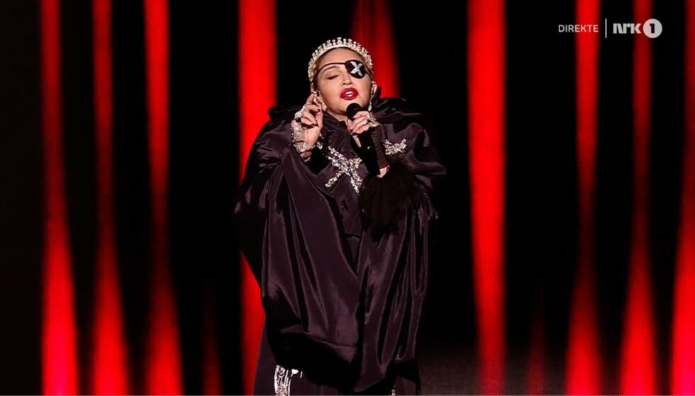 <strong>MADONNA:</strong> Madonna gikk på scenen under pauseshowet i Eurovision. - Surt, mener Dagbladets musikkekspert Anders Grønneberg. Foto: NRK