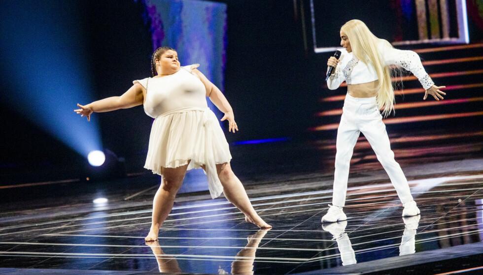 HYLLES: Franske Bilal Hassani (t.h) hadde med seg 18 år gamle Lizzy Howell på scenen i finalen. Hun får store mengder oppmerksomhet nå i etterkant. Foto: Christian Roth Christensen / Dagbladet