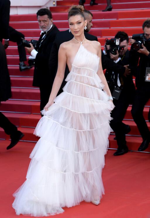 <strong>ENGLEAKTIG:</strong> Bella Hadid imponerte i denne Dior-kreasjonen på rød løper i Cannes forrige uke. Foto: Doug Peters/EMPICS/ NTB scanpix