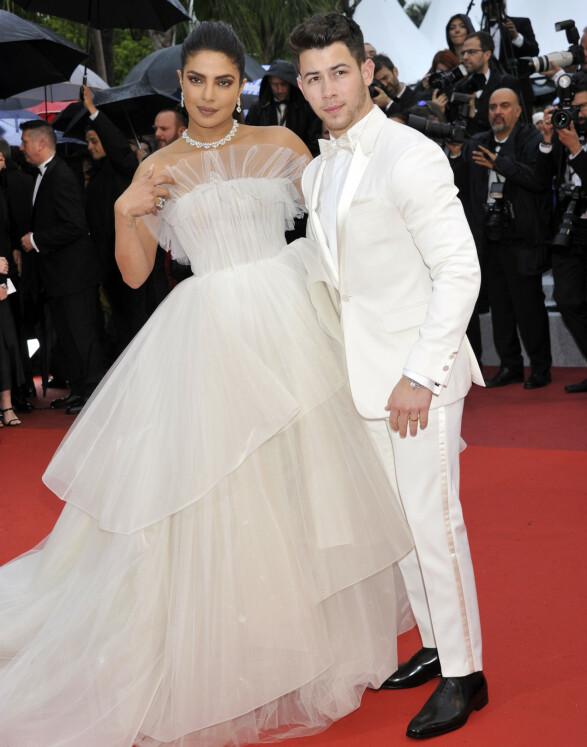 <strong>STJERNEPAR:</strong> Priyanka Chopra og Nick Jonas har allerede giftet seg mer enn én gang, men så likevel ut som et skikkelig kult brudepar på «The Best Years of a Life»-premieren. Foto: NTB scanpix