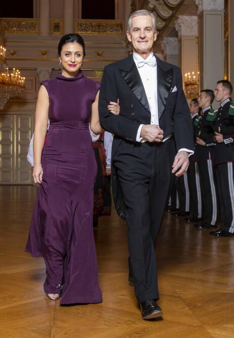 UTEBLIR FRA FEIRINGEN: Hadia Tajik og Jonas Gahr støre blir ikke å se i partikollega Trond Giskes bryllup til sommeren. Her er de festpyntet til en stortingsmiddag på slottet i 2018. Foto: NTB Scanpix