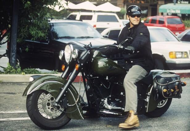 <strong>KRASJET:</strong> Clooney har kjørt motorsykkel i over 40 år, men har nå parkert kjøretøyet for godt. Dette bildet er ikke fra ulykken, men tatt ved en annen anledning. Foto: NTB Scanpix