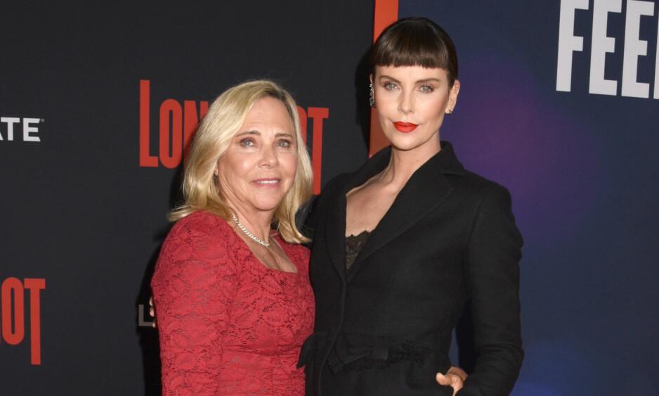 <strong>STERKT BÅND:</strong> Her er Charlize Theron sammen med moren Gerda på premieren av sin nyeste film Long Shot sist måned. Foto: NTB Scanpix