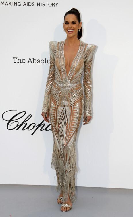 DRISTIG: Modellen overlot lite til fantasien i denne kjolen. Foto: NTB Scanpix