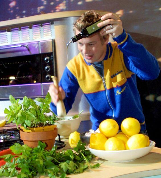 DEN GANG DA: Jamie Oliver avbildet på turné i Australia høsten 2001, et par år etter at han ble et velkjent TV-fjes i en rekke land som «The Naked Chef». Foto: Ross Hodgson/REX/ NTB scanpix