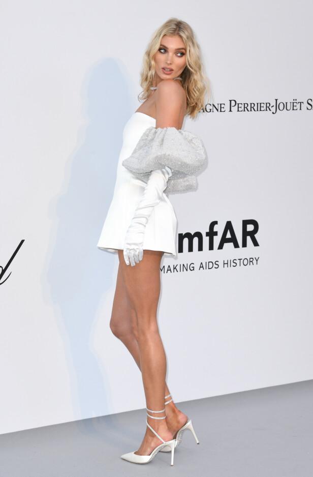 ELSA HOSK: Victoria's Secret-modellen var kledd i helhvitt. Foto: NTB Scanpix