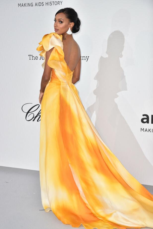 GUL DRØM: Jasmine Tookes strålte i en gul kjole med slep. Foto: NTB Scanpix