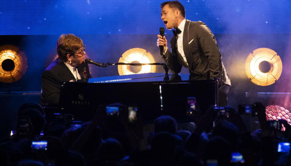 DUETT: Elton John og Taron Egerton sto sammen på scenen i Cannes. Foto: NTB Scanpix