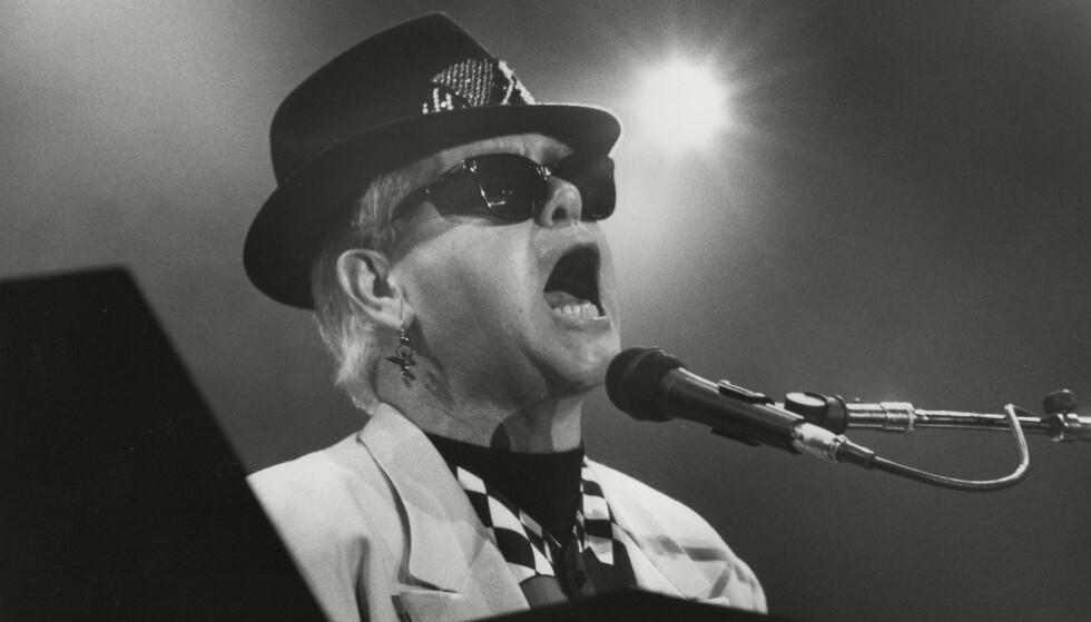 STJERNE: Elton John har hatt en eventyrlig karriere rent musikkmessig. Her er han avbildet under en konsert i 1985. Foto: NTB Scanpix