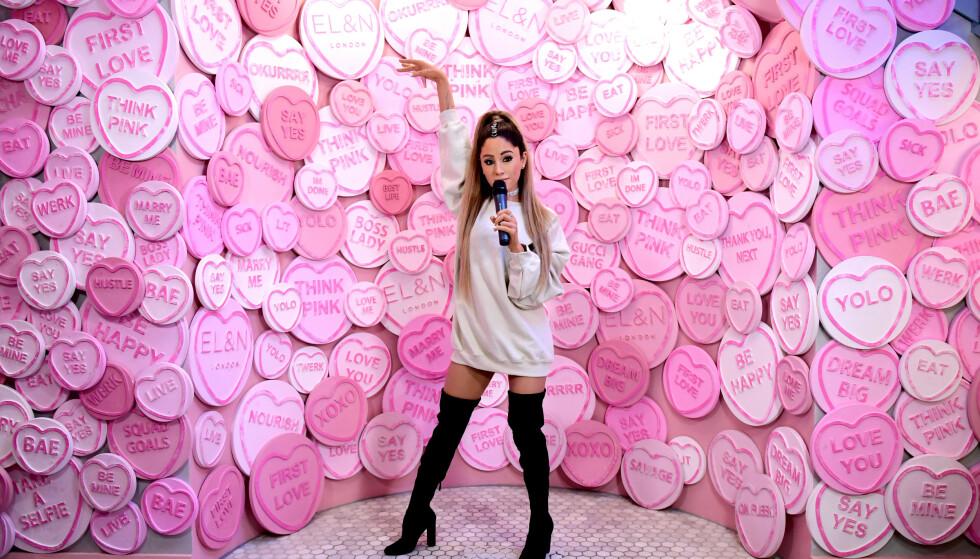 VOKSFIGUR: Fansen mener Madame Tussauds har truffet på antrekket og håret til Ariana Grande - men ikke noe annet. Foto: NTB Scanpix