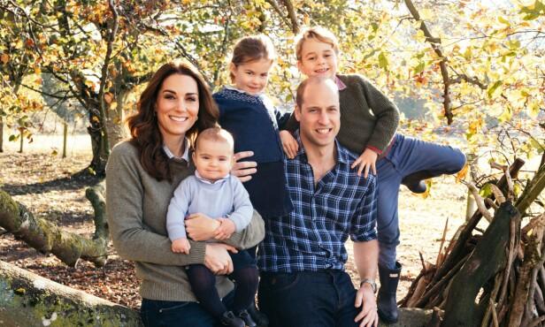SJARMERENDE SMÅTROLL: Kate og William sammen med prins Louis (1), prinsesse Charlotte (4) og prins George (5). Foto: NTB scanpix