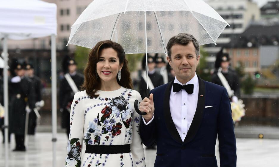 SKADET: Kronprins Frederik må avlyse årets Royal Run. Her med kona kronprinsesse Mary. Foto: NTB Scanpix