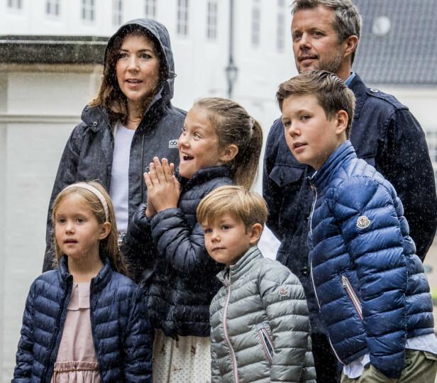 ENDRING: Kronprins Frederik og kronprinsesse Mary har fire barn sammen. Her er de fotografert i fjor sommer. Fra venstre: Prinsesse Josephine, prinsesse Isabella, prins Vincent og prins Christian. Foto: NTB Scanpix