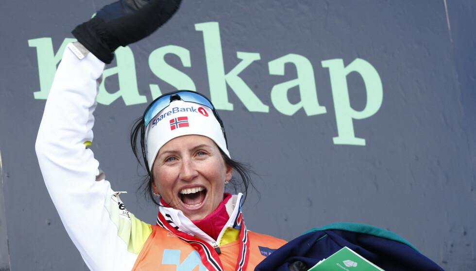LEGENDE: Her takket Marit Bjørgen for seg for seg under 30 km kvinner fri teknikk i Alta i april i fjor. Foto: Scanpix